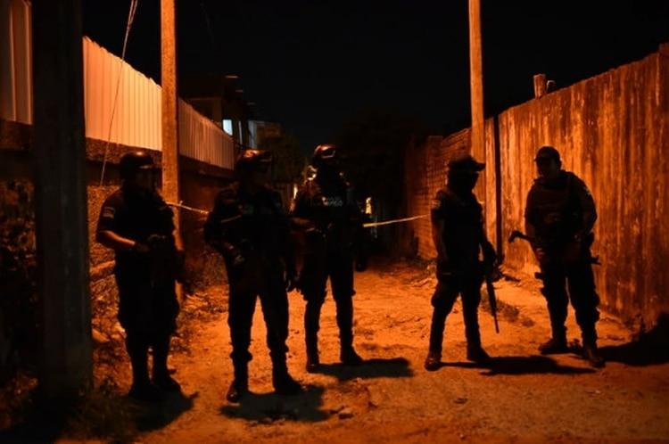 Fuerzas federales y estatales lanzaron un operativo de búsqueda de los responsables mediante puestos de revisión y filtros de seguridad en puntos aledaños al lugar (Foto: Archivo)